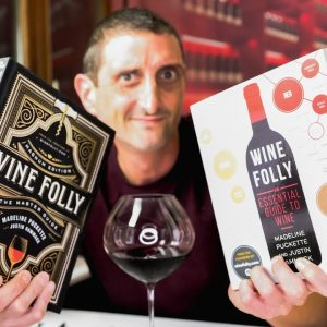 Wine Folly's Book! What's in it? 🍷📚 A Review... (The Master Guide Magnum Edition)